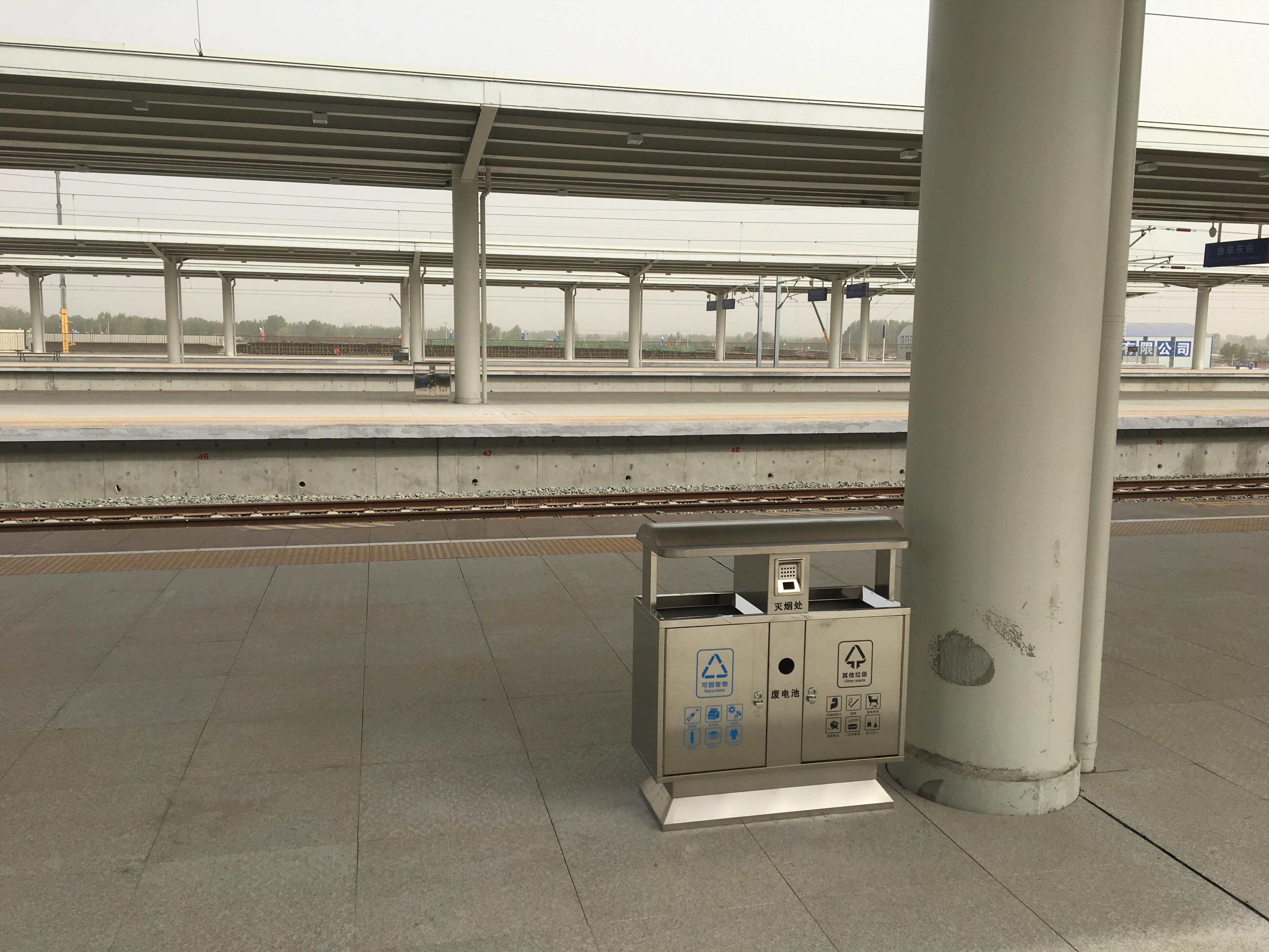 曲阜东誮i胊g捕鱼wang网址fen类垃圾桶维护站台卫生